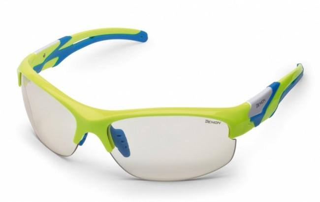 Solbriller i lækker kvalitet fra italienske Demon Occhiali.Linse: Photochromatic clear. 100% UV-beskyttelse.TR90 letvægtsramme - 20% lettere end traditionel plastic.De photochromatiske polycarbonat linser skifter selv tone i forhold til mængden af ultraviolet lys der rammer brillerne. Også perfekte til andet end skiløb.Bredde mellem stænger (se illu. under billeder): 13,0 cm