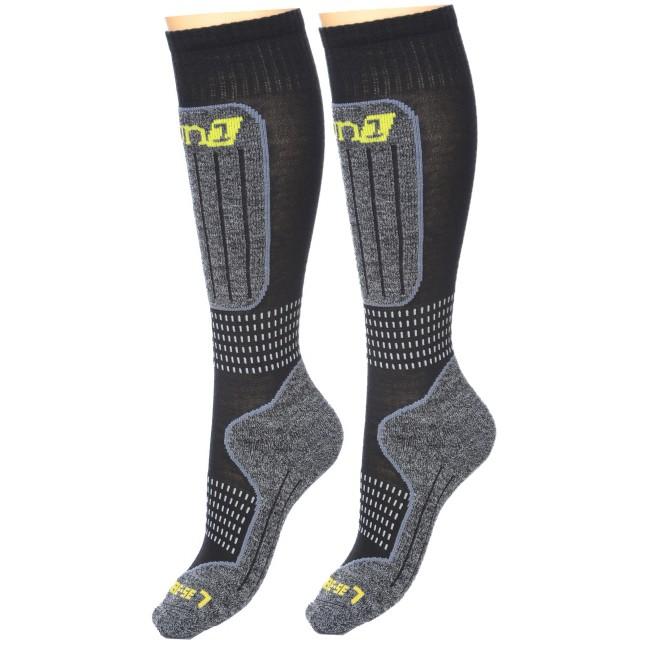 DELUNI tekniske skistrømper sikrer maximal thermisk regulering og comfort, der både holder fødderne tørre og varme. Merinoulden der er i strømperne er i høj kvalitet, der sikrer at strømperne ikke kryber i vask.I denne sampak med to par får du ekstra rabat og hvem kan ikke bruge to par skisokker.Egenskaber:- absorberer fugt og holder fødderne tørre.- holder maximalt på varmen- multi-elastiske elementer i strømperne sikrer en perfekt pasform, og holder på plads.- trykabsorberende lag på kritiske områder.- ikke-generende