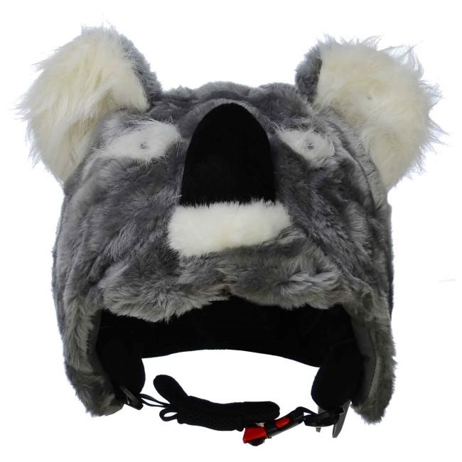 Kookie the Koala vil utvivlsomt gøre dig bedre til at løbe på ski. Det tror vi i hvert fald på.Alle synes at koalabjørne er nuttede, og Kookie er ingen undtagelse. Denne koalabjørn elsker at lege i sneen, og vil få dig til at vække opsigt, så alle andre, også dine forældre, kan se hvor du er.Overtræk til skihjelm til børn.Fremstillet i super blødt og lækkert plyds pels, og en sød lille snude der giver lyd fra sig når du klemmer den, så du kan advare andre om at her kommer du.Onesize, passer til alle børnehjelme, og voksenhjelme i mindre størrelser.