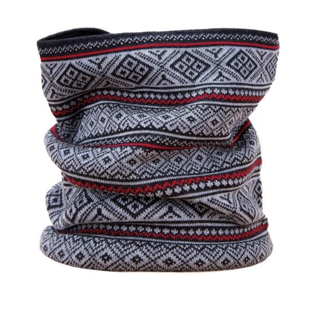 Halsedisse i blødt og lækkert Merino uld og Tecnopile fleece.26x26cmVarm halsedisse i lækkre bløde materialer.Halsedissen - beklædning til mange formålEt utal af anvendelsesmuligheder, udover skiferien er halsedissen oplagt til brug på cykelturen, scooteren og i mange andre sammenhænge. Holder halsen varm, og forebygger kold luft blæser ned på brystkassen.