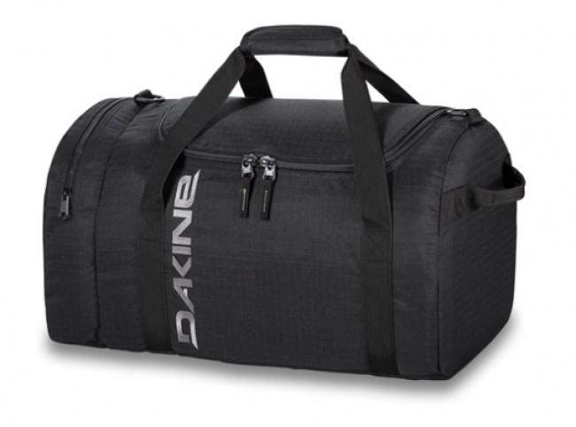 Dakine EQ 31L sportstaske giver dig masse af plads til de nødvendige ting til træningsaftenen, til håndbagagen i flyet, eller tøj til en enkelt overnatning. Materiale: 600D PolyesteLynlåslomme på endenU-formet åbning, der giver god adgang til taskens indholdAftagelig polstret skulderrem.Volumen: 31 literMål: 48 x 25 x 28 cm Vægt: 0.5kg