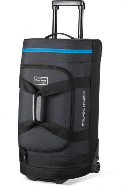 Dakine Duffle Roller 58L er en rummelig og særdeles slidstærk rejsetaske med hjul, til alle former for bagage og udstyr.Egenskaber og funktioner:U-formet åbning der giver nem adgangTeleskophåndtagLynlåslommer i enderneLåsbare lynlåseIndvendige småtingslommerSolide letløbende hjulMateriale: 600D PolyesterVolumen: 58 Liter Mål: 67 x 37 x 29 cm Vægt. 3,9 kg