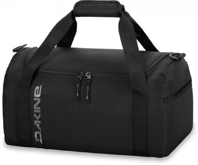 Dakine EQ 23L sportstaske giver dig masse af plads til de nødvendige ting til træningsaftenen, til håndbagagen i flyet, eller tøj til en enkelt overnatning. Materiale: 600D PolyesterLynlåslomme på endenU-formet åbning, der giver god adgang til taskens indholdAftagelig polstret skulderrem.Volumen: 23 literMål: 41 x 23 x 19 cm Vægt: 0.4kg