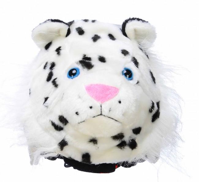 Zippy The Snow Leopard (sneleopard) vil utvivlsomt gøre dig bedre til at løbe på ski. Det tror vi i hvert fald på.Alle synes at leoparder er elegante dyr, og Zippy er ingen undtagelse. Denne leopard elsker at lege i sneen, og vil få dig til at vække opsigt, så alle andre, også dine forældre, kan se hvor du er.Overtræk til skihjelm til børn.Fremstillet i super blødt og lækkert plyds pels, og en sød lille snude, som du får lyst til at kramme. Den er ret nuttet og krammeagtig, tro os.Onesize, passer til alle børnehjelme, og voksenhjelme i mindre størrelser.