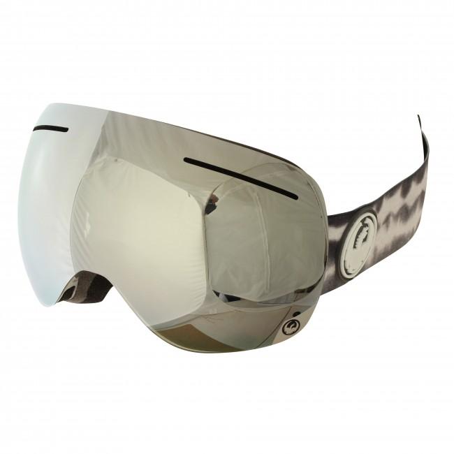 X1 brillen fra Dragon er for dig, der vil have en brille med et stort glas og maximalt udsyn og ikke gå på kompromis med kvaliteten. Brillen har et originalt rammeløst design, og er pakket med teknologi, for at sikre maksimal komfort og funktionalitet. Armored Venting holder sne ude af ventilationskanalerne, tre lag skum med microfleece lining giver behageligt fit på ansigtet og silikone på stroppen holder brillen på plads. Brillen er naturligvis hjelmkompatibel.De store sfæriske linser sikrer godt udsyn i alle retninger. Brillen kommer med en Mirror Ion linse til solskinsvejr og en Yellow Blue Ion linse til snevejr - så er du dækket ind. Linserne er 100% UV-beskyttende og belagt med anti-fog coating på indersiden, så brillen aldrig dugger til.
