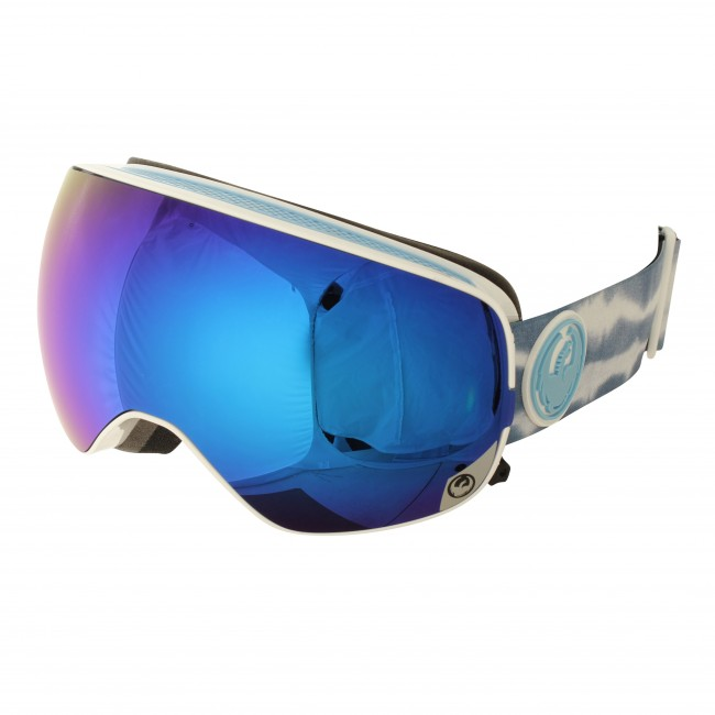 X2s brillen er den lidt mindre model af Dragons nye flagskib - X2. Brillen har alle de samme features som X2eren, men i et medium fit. Brillen er pakket med et væld af ny teknologi, som alt sammen munder ud i fantastisk komfort, uovertruffet udsyn og brugervenlighed. Armored venting er et ventilationssystem, som holder ventilationskanalerne frie for sne og dermed dine briller fri for dug. Tre lag skum med microfleece lining gør brillen komfortabel for ansigtet. Brillen er naturligvis hjelmkompatibel og silikone på stroppen sikrer, at den bliver på plads.De sfæriske linser sikrer godt udsyn i alle retninger. Brillen kommer med en Dark Smoke Blue linse til solskinsvejr og en Yellow Blue Ion linse til snevejr - så er du dækket ind. Linserne er 100% UV-beskyttende og belagt med anti-fog coating på indersiden, så brillen aldrig dugger til. Takket være det patenterede Swiftlock system er det super nemt at skifte linse, uden at du behøver tage brillen af.