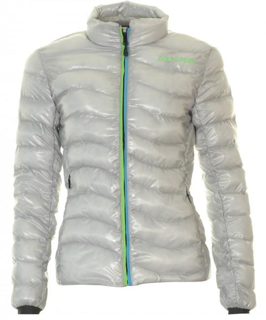 Denne DIEL dunjakke til damer er oplagt til brug som en flot og varm overgangsjakke, men egner sig ikke som skijakke. Det at jakken er isoleret med fiberdun gør, at den er langt nemmere at håndtere end en dunjakke i ægte dun, f.eks. når jakken skal tørre. Du får en let, hurtig tørrende og utrolig varm fiberdun jakke til en meget attraktiv pris. En lækker og komfortabel jakke til den kølige årstid. Jakken vejer og fylder minimalt, når den er pakket sammen og er derfor nem at have med i f.eks. en rygsæk.Specifikationer:Tætsiddende damemodel.Lynlås i fuld længde2 lommer med lynlås foranSyet med brede kanaler, hvilket giver god varmeMateriale: 100% Poly Soft TaffetaIsolering: DYNTEX® MICRONIC® (syntetiske fibre)