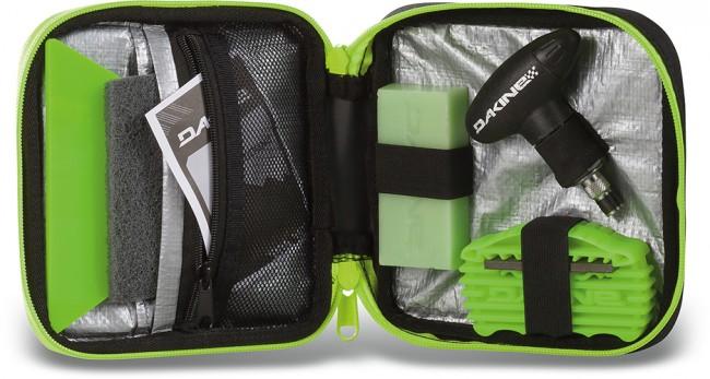 Quick tune er det ideelle sæt til hurtig tuning på bjerget. Den lille taske er nem at tage med og indeholder det basale værktøj til vedligeholdelse og reparation af ski og snowboard.Indeholder:Lille taske med lynlåsTorque driver med 5 bits og en 8/10mm skruenøgleKantfilTriangel skraberOctane voksbar til alle temperaturerScuff pad (fjerner overskydende voks)Instruktionsguide/ tuning tips