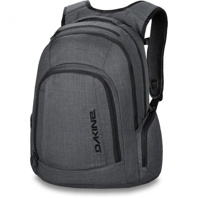 Denne rummelige arbejds- eller skolerygsæk har plads til alt, hvad du får brug for i løbet af dagen. Tasken har en polstret lomme til en 15 laptop, en fleeceforet iPad lomme og ekstra lommer til alle dine andre arbejds- og småting. Skulderstropperne samt ryggen er lavet i et åndbart materiale, som gør tasken super behagelig at have på i lang tid. Perfekt til skole og rejse.Materiale: 600D PolyesterMål: 48cm x 31cm x 23cmRumfang: 29 literFarve: Carbon