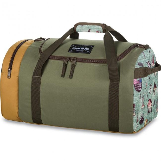 Dakines EQ BAG 51L dufflebag giver dig masser af plads til de nødvendige ting til træningsaftenen, til flyveturen eller til tøj til nogle overnatninger. Tasken er sammenklappelig, så den næsten ingenting fylder.Materiale: 600D PolyesterMål: 56 x 28 x 28 cm Rumfang: 51 liter