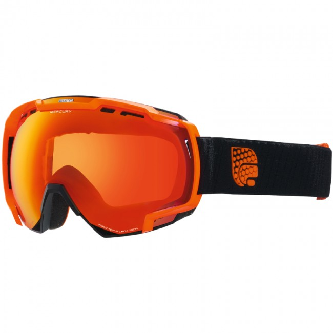 Mercury er en topmoderne skibrille med et fedt design og masser af gode features. Skibrillen kommer med en anti-dug behandlet kategori 3 dobbeltlinse, som excellerer i solskin og lyse forhold.Dobbeltlinsen beskytter naturligvis mod alle UV-stråler, har masser af ventilation og er anti-dug behandlet, så den aldrig dugger til - ligegyldigt hvor meget du sveder. Desuden har denne skibrille Cairns Max View, som giver et perifært udsyn, der siger spar to.Modellen er en størrelse large og passer således bedst til mellemstore/større ansigter. Brillen er naturligvis kompatibel med langt de fleste hjelme.Specifikationer og featuresInkl. 1 dugfri dobbeltlinse (kategori 3) med IUM spejleffektAnti-dug og anti-ridse behandlet linseBeskytter mod 100% af solens UVA- og UVB-strålerTo lag skum sikrer høj komfort