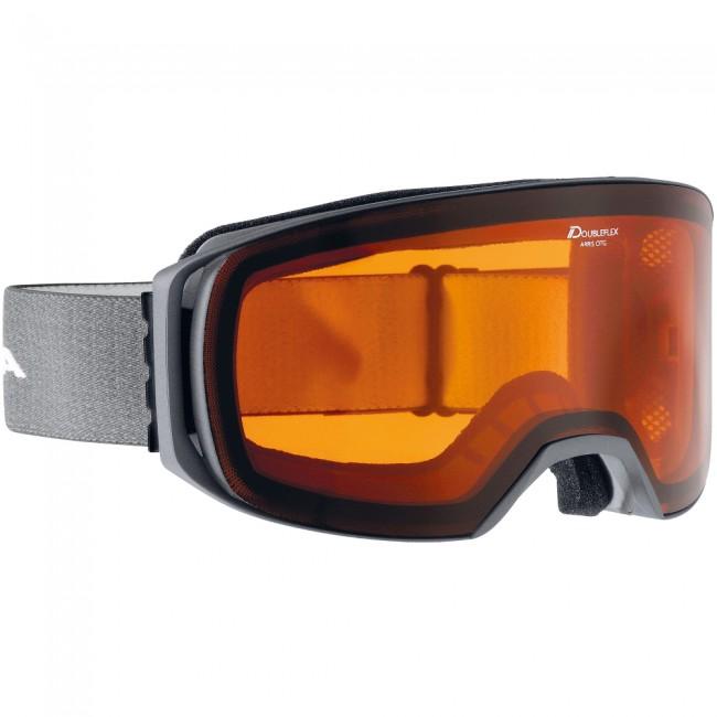 Arris er en skibrille til dig, der bruger dine hverdagsbriller under dine skibriller. Dobbeltlinsen har god ventilation og forebygger effektivt dug på både skibrillerne og dine hverdagsbriller.Brillen er næsten rammeløs og dens bredde gør, at du har et rigtig godt perifært udsyn. Linsen bidrager til at fremhæve kontraster, hvilket gør det nemmere at se konturer i sneen i især fladt lys.Specifikationer og features:Kategori 2 linse100% UV-beskyttelseKompatibel med hverdagsbrillerVentileret rammeVentileret dobbeltlinsePasser til brillebrugere