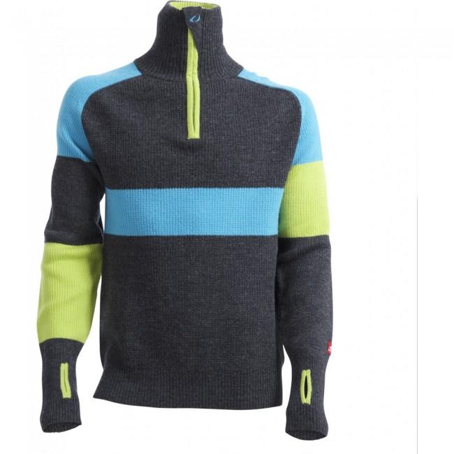 Denne sweater er magen til den det Norske landshold i skiskydning bar i 2016. Det er en lettere udgave af Ulvang Rav sweateren. Den sidder tæt til kroppen og har en høj krave med lynlås. Ved lynlåsen er der beskyttelse til hagen, så du ikke får mærker af den.Specifikationer og featuresÆrmehul til tommelfingerHøj kraveLynlås i halv længdeTætsiddendeMaterialer: 100 % uld