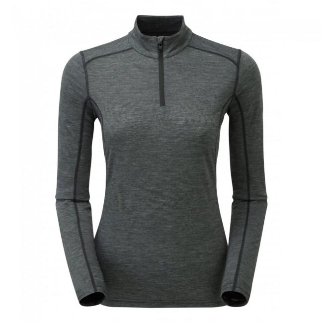 Den er lavet af 50% merinould, 25% PrimaLoft® og 25% polyester. Merinoulden holder fantastisk på varmen, sørger for at trøjen aldrig lugter, og så kradser det overhovedet ikke. PrimaLoft® gør endnu mere for at holde på varmen - også selvom trøjen skulle blive våd. Polyesteren sørger for, at trøjen er strækbar og holdbar nok, til at du kan bruge den igen og igen i lang tid.Opsummeret så gør denne skiundertrøje altså præcis, hvad sådan en skal - bare lidt bedre.Trøjen er behandlet med et POLYGIENE® antibakterielt middel, som sørger for, at bakterierne ikke hober sig op, hvis den ikke bliver vasket lige med det samme. I samarbejde med merinoulden gør dette, at du kan bruge trøjen flere gange, før du behøver at vaske den.Specifikationer og featuresMateriale: 50% merinould, 25% PrimaLoft® og 25% polyesterBehandlet med antibakterielt middelVægt: 148 gramHurtigtørrende, svedtransporterende og varm1/4 lynlåsHøj halsDamemodel