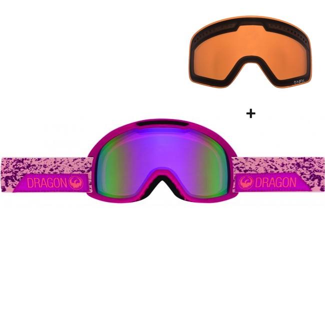 Dragon DX2 er videreudviklingen af den klassiske Dragon DX goggle. Her får du et stilrent klassisk design, med lækre features som dobbelt lag skum med microfleece lining, som gør brillen komfortabel mod ansigtet, og en mere kompakt størrelse end sin forgænger. Medium fit gør brillen lidt bedre til folk med små eller mellemstørrelse ansigter. Brillen er naturligvis hjelmkompatibel.Brillen kommer med en Amber linse til solskinsvejr og en Pink Ion linse til snevejr - så er du dækket ind. De cylindriske linser giver et godt perifært udsyn. Linserne er 100% UV-beskyttende og belagt med anti-fog belægning på indersiden, så brillen aldrig dugger til.