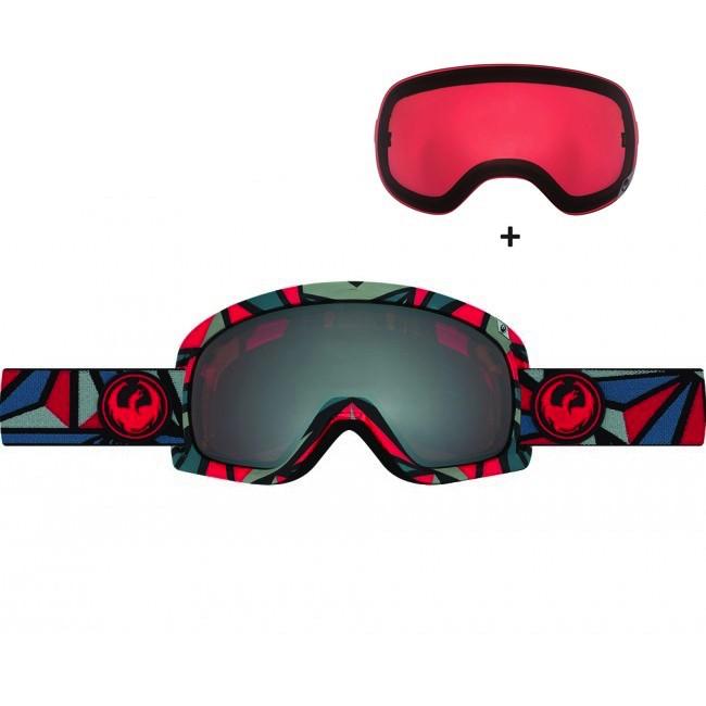 Dragon D3 er en skigoggle i et klassisk design. Brillen har en holdbar ramme, tre lag skum med microfleece lining mod ansigtet og justerbare hængsler som sikrer en behagelig pasform. Der er både ventilation og belægning på linserne, til at sørge for at brillen aldrig dugger til. Brillen er naturligvis hjelmkompatibel.Brillen kommer med en Rose linse til solskinsvejr og en Ionized linse til snevejr - så er du dækket ind. De store sfæriske linser sikrer maksimalt perifært udsyn i alle retninger. Linserne er 100% UV-beskyttende og belagt med anti-fog belægning på indersiden, så brillen aldrig dugger til.