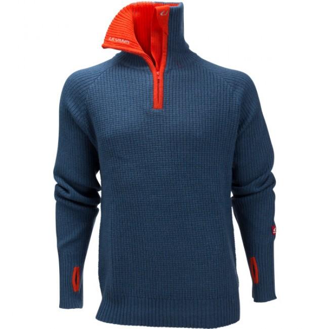 Ulvang Rav Sweateren er ifølge Ulvang selv en af de bedst sælgende sweatere i Norge. Det er den nok, fordi dens materiale og konstruktion passer perfekt til livet og det omskiftelige vejr i bjergene.Sweateren er lavet i 100 % uld. Det sørger for, at du nemt holder varmen, selv hvis du skulle blive våd. Desuden er uld særligt genialt, fordi det ikke begynder at lugte selv efter mange aktive dage med sweateren på.Sweateren er lavet med en høj hals, 1/4 lynlås og lange ærmer med loops til tommefingrene, så du lettere kan holde og regulere temperaturen.Specifikationer og features:Ekstremt alsidig100 % uldHøj hals1/4 lynlåsLange ærmer