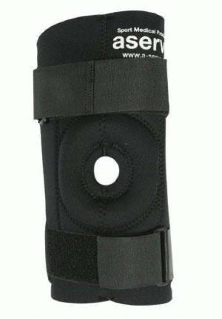 Denne Aserve Knæbandage med skinne giver maksimal støtte af knæet. Det er designet til dig, der har skadede knæ, og som ikke kan dyrke idræt uden støtte. Bandagen er særligt genial, hvis man har et skadet knæ eller er under genoptræning efter en skade.Skinnerne af metal modvirker, at knæet kan bevæge sig til siderne, og desuden giver det mere kontrol, når du bøjer eller strækker knæet. Knæskallen bliver aflastet af den åbne knæskalsstøtte af blødt gel, og der er desuden et dobbelt lag neopren foran på knæet, så det altid holdes varmt.Bandagen sidder med sine fire velcrobånd godt fast på knæet, og det 5 mm tykke lag neopren yder god og jævn kompression hele vejen rundt om knæet. I knæhaserne er syningen beskyttet med et kantbånd, så den ikke mærkes, og bandagen er komfortabel at have på selv i lang tid af gangen.Specifikationer og featuresMaksimal støtteUdskiftelige metalskinner med to bevægelige ledFire velcrobåndÅbent knæ med ekstra varmeMateriale: 5 mm neopren (10 mm foran)Syninger m