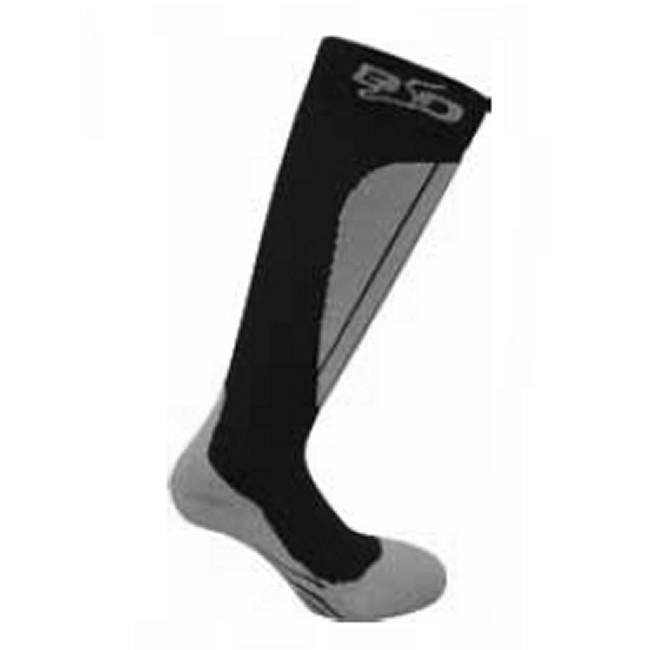 BootDoc Shadow 7 er en skisok med medium kompression. Den yder en komfortabel kompressionseffekt, samtidig med den beskytter og støtter sener, ledbånd og led. Strømpen har en god pasform, hvilket på een gang øger komforten, og mindsker risikoen for fodskader. Den har ekstra skinnebensbeskyttelse, og kompressionseffekten øger blodcirkulationen i dine fødder, som så igen gør at du langt lettere holder dine fødder varme.En optimal allround løsning på skistrømpe til alpin, langrend og snowboard.Særlige egenskaber:Medium Kompression: 15-18 mmHgEkstra skinnebensbeskyttelseStørrelser: XS - XXLMaterialer: 72% Polyester, 18% Elasthan, 8% Nylon, 2% Lycra