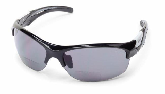 Sportssolbriller med smart læsefelt, i lækker kvalitet fra italienske Demon Occhiali.TR90 letvægtsramme - 20% lettere end traditionel plastic.Solbrillerne leveres med Smoke Mirror linser der er forsynet med læsefelt, således at du både kan se ud, og læse din cykelcomputer eller GPS samtidig, hvis du er en smule langsynet.En genial løsning til de af os der er ovre den første ungdom, og som har brug for lidt styrke for at kunne læse GPS eller andre