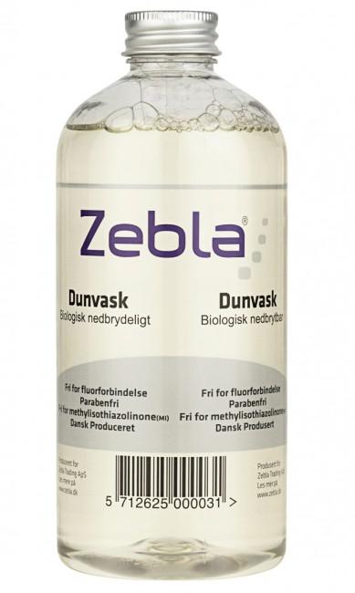 Zebla Dunvask bevarer egenskaberne i dun ved vask og er et særdeles effektivt vaskemiddel til dunjakker, flyverdragter, dyner og puder.Dunvaskemidlet vasker helt rent og er samtidig med til at sikre, at materialets åndbare, luftige og smidige egenskaber bevares.Zebla Dunvask er et skånsomt produkt, der er sammensat, så alle de naturlige gode kvaliteter i dunen bevares. Nedsætter den statiske elektricitet.Produktet kan eventuelt kombineres med Zebla Imprægneringsspray på udsatte områder.Den særlige sammensætning af indholdsstoffer er samtidig skånsom over for miljøet.Zebla Dunvask er let at brugeDosér 30 ml vaskemiddel pr. kg tørt tøj. Følg vaskeanvisningen for tekstilet grundigt. Lad tøjet tørre helt igennem inden ibrugtagning, da det ellers kan mugne. Vask ved højst 60°C.Fri for fluorforbindelseParabenefriFri for methylisothiazolinone (MI)Dansk produceretFlasken indeholder 500 ml. Nok vaskemiddel til ca. 6-10 vaske, afhængig af tøjmængde pr. vask.Denne vare kan ikke sendes med fly.