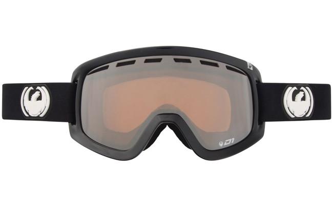 D1 Goggles med neutral Ionized linse. Lækker skigoggle fra Dragon med linse, der er en god all round linse til både klart vejr og lettere overskyet. Linse: Ionized (neutral amber)Funktionel og en attraktiv kvalitetsbrille til prisen.- Large fit- Passer til brug sammen med hjelm- 100 % beskyttelse mod farlige UV stråler- Anti dug behandlet linse- Polyurethane ramme (fleksibel og holdbar ramme uanset temperatur)- Udskiftelig remDer medfølger opbevaringspose i stof.