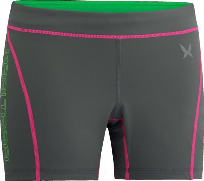 Kari Traa Svalestjert Shorts i farven roc er de perfekte løbe- og træningsbukser til piger som elsker at presse sig til det yderste. Materialet er superelastisk, hurtigtørrende og perfekt til hårde træningsture. Med disse løbeshorts bliver du ikke for varm selv under høje udendørstemperaturer. Refleksdetaljer sørger for at du bliver set i mørket.Materiale:87% Polyester og 13 % elastan