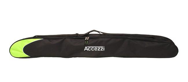 Accezzi Move 150 er en skipose, der passer til et par juniorski eller korte dameski m. bindinger samt et par skistave. Tasken kan rumme ski på op til 150 centimeter, og så er den 19 centimeter bred, hvilket levner god plads til skistave.Tasken er imprægneret, således at den ikke suger vand, når den ligger på parkeringspladsen, og er lavet i ekstra stærkt polyester, så den også kan holde til at blive slæbt med rundt. Den har desuden en justerbar bærestrop, så den er nem at bære rundt på.Specifikationer og features:Mål: 150 x 19 cmMateriale: Kraftigt Nylon 600D, med vandtæt imprægnering og tapede syningerKraftig to-vejs lynlåsJusterbar skulderremKraftigt bærehåndtagAdressepanel