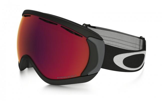 Oakley Canopy skibrillen er simpel og robust, og som navnet antyder, giver brillen dig et maksimalt synsfelt.Gogglen egner sig således specielt godt til folk med store ansigter, samt til dem der er nødt til at have briller på, når de står på ski - eller til dig, der bare gerne vil have en ekstra stor goggle.Brillen kommer med en PRIZM linse, som er en helt ny linse baseret på årtiers farveforskning. Med PRIZM linsen får du en bedre lystransmission, hvilket giver maksimal kontrastgengivelse, og dermed hjælper dig med at se konturerne i sneen i både solskin og snevejr. Dette giver dig de optimale forudsætninger for at køre godt på ski i det meste vejr.Linsen er en dugforebyggende dobbeltlinse med god ventilation og Oakleys førende F3 behandling på den inderste linse, som modvirker dug.Rammen er fremstillet i det stærke og fleksible O-Matter materiale, der effektivt beskytter dit ansigt. Rammen er desuden udstyret med 3 lag skum mod ansigtet, så gogglen er behagelig at have på hele dagen.