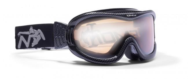 Skigoggle i lækker kvalitet fra Demon Occhiali. Brillen er en såkaldt OTG (over the glasses) brille, velegnet til brillebrugere.Gogglen kommer med en Orange Silver Mirror linse (Kategori 2), som er en super allround-linse i alt fra snevejr til solskin.100% UV-beskyttelse. Ventileret ramme. Hjelmkompatibel. Anti-dug. Dobbeltlinse.Meget let goggle i lækkert italiensk designItalienske Demon er blandt vor mest populære mærker af skibriller og det er ikke uden grund. Brillerne er af særdeles høj kvalitet i forhold til prisen og i november 2012 var Demon også vinderen af 24 timers test af skibriller, med prædikatet